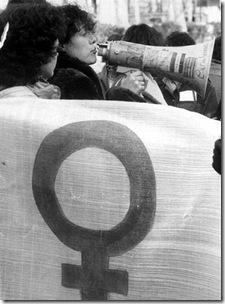 feministas_defienden_aborto_derecho_mujer_decidir_imagen_manifestacion_1982