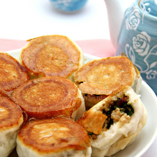 Chive Pan-fried Buns [韭菜水煎包]