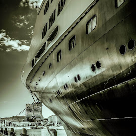 cruise ship by Kees van Es - Transportation Boats
