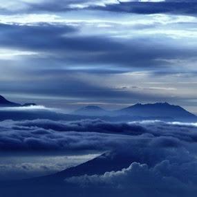 lautan awan menerpa pucuk by Ully Zoelkarnain - Landscapes Mountains & Hills (  )