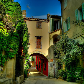 by Jean Marc Colonna d'Istria - City,  Street & Park  Historic Districts
