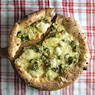 Pizza Noci e Zucchini (Walnut Pesto and Zucchini Pizza)