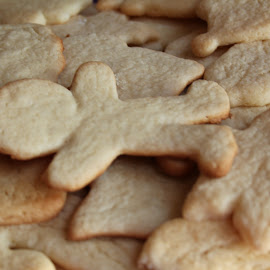 Plain by Ana Bearley - Food & Drink Cooking & Baking ( canon, cookie, gingerbreadman, christmas, baking, photography, man )