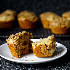 Whole Wheat Rhubarb Streusel Muffins
