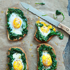 Toast With Egg and Spinach