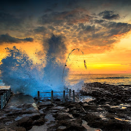 splash by Didik Putradi - Landscapes Sunsets & Sunrises ( canon, splash, sunset, beach, rocks )