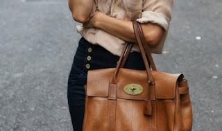 Chọn mua túi xách sành điệu phù hợp với vóc dáng