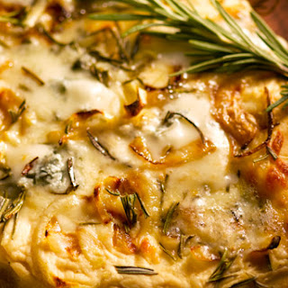 Gorgonzola, Onion and Rosemary Naan Pizza