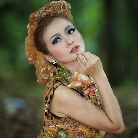 my pose ..... by Sahid Djatmika - People Fashion