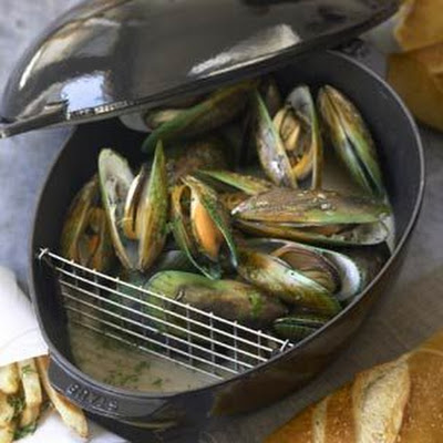 Mussels a la Mariniere (Steamed Mussels)