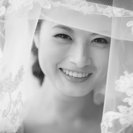 Robyn by David Cheok - Wedding Bride ( wedding, robyn, brunei, chinese, woman, b&w, portrait, person )