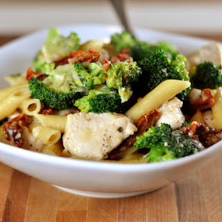 Skillet Chicken Pasta with Broccoli and Sun-Dried Tomatoes