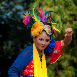 Jaipongan Dancer by Ahmad Fauzi - People Musicians & Entertainers ( sundanese dance, jaipongan, traditional dance )