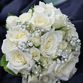 rose bouquet by William Lanza - Wedding Other ( bouquet, white roses, wedding day, wedding, rose bouquet, accessories, bride, flowers, white bouquet, delicate wedding bouquet,  )