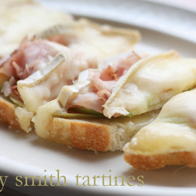 Granny Smith Tartines With Black Forest Ham And Brie