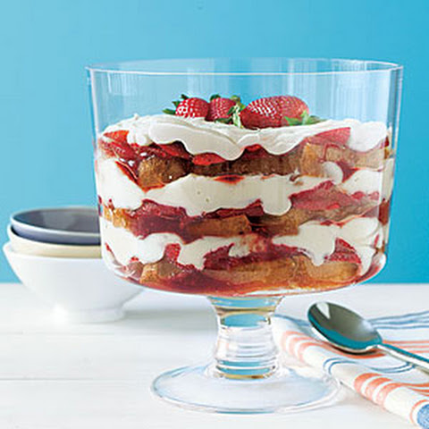 Waffle-and-Strawberry Trifle Rezept | Yummly