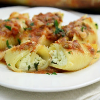 Cheesy Ricotta and Spinach Stuffed Shells