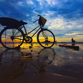 Bicycles in dawn by Amateur Pic - Landscapes Sunsets & Sunrises ( dotuan, bicycles, dawn, sea, summer, vietnam, beach, sunrise, amateurpic, sun )