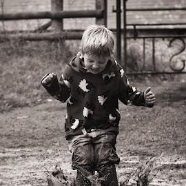 Splash! [B&W] by Dominic Lemoine Photography - Babies & Children Children Candids ( water, mud, splash, summer, boy )