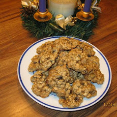 Holiday Oatmeal Raisin Cookies