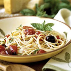 Spaghetti with Toasted Garlic-Tomato Sauce