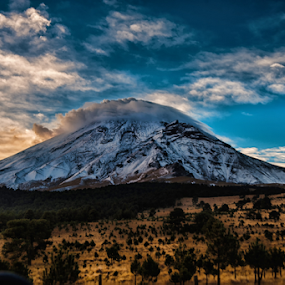 Popo in the morning by Cristobal Garciaferro Rubio - Landscapes Mountains & Hills ( volcano, snow, lenticular clouds, smoking volcano, snowy volcano )