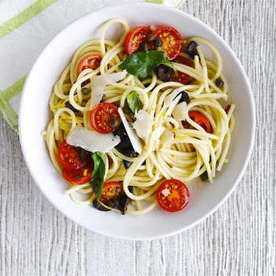 Spaghetti With Cherry Tomato and Black Olive