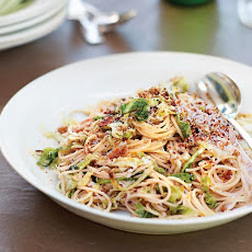 Spaghetti with Savoy Cabbage and Breadcrumbs