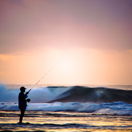 Fishing by Gunawan Wijaya - People Professional People ( sunset, fish, beach, fishing, sunrise )