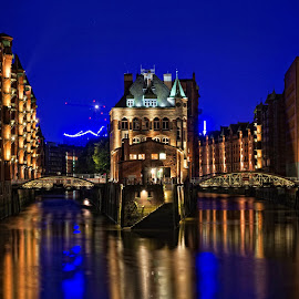 Fleetschlösschen by Matthäus Rojek - Buildings & Architecture Public & Historical ( speicherstadt, fleetschlösschen, hh, architecture, nikon, blueport, light, hamburg, storage, , Lighting, moods, mood lighting )