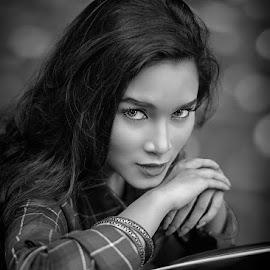 Doooh tatapannya by Chandra Irahadi - Black & White Portraits & People (  )