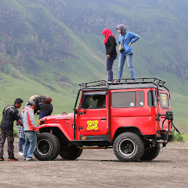 Enjoy the Jeep by Dwi Suprayitno - Transportation Automobiles ( mountain, nature, jeep, morning, landscape, bromo )