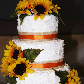 Sunflower Wedding Cake by Marilyn Bass - Wedding Reception ( arkansas photographer, weddings, wedding, wedding cakes, wedding cake, sunflower cake, sunflower cakes,  )