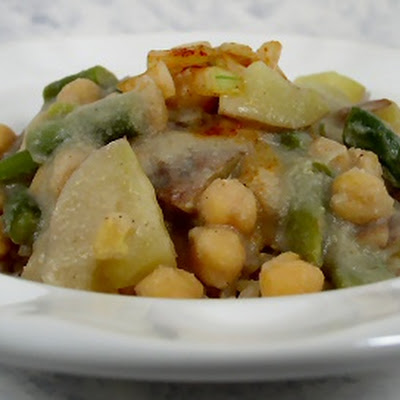 Chickpeas, Potatoes, and Green Beans in Cauliflower Sauce
