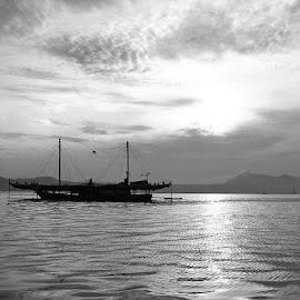 a boat and its morning by Makarona Sitepu - Transportation Boats ( blackandwhite, sea, morning, boat, lampung )
