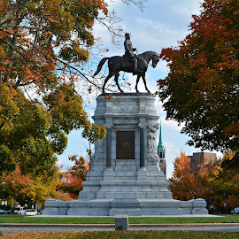 Robert E Lee  by Cathy Hoyt - Buildings & Architecture Statues & Monuments ( historic districts, history, monuments, monument ave, richmond, civil war, virginia, historic district, rva, historical, robert e lee )