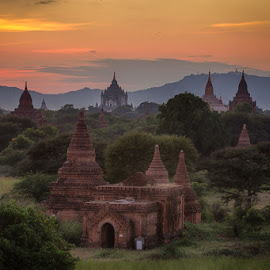 The temples of Bagan by John Einar Sandvand - Buildings & Architecture Places of Worship ( myanmar, bagan )