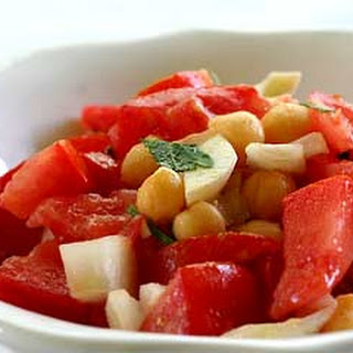 Chickpea (Garbanzo Bean) and Tomato Salad