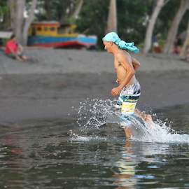 by Pelukis Badai - Sports & Fitness Watersports