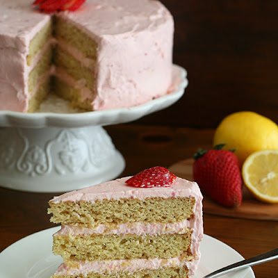 Strawberry Lemonade Cake – Low Carb and Gluten-Free