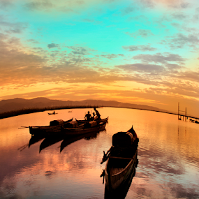 Hening by Tamin Ibrahim - Landscapes Sunsets & Sunrises ( sunset, boats, lake, sunrise, landscape )