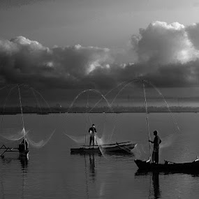 Nelayan BatuJai Lombok by Iwan MS - Black & White Portraits & People