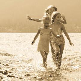 Fun in the sun by Justin Merth - Babies & Children Children Candids ( play, lake, kids, swimming,  )