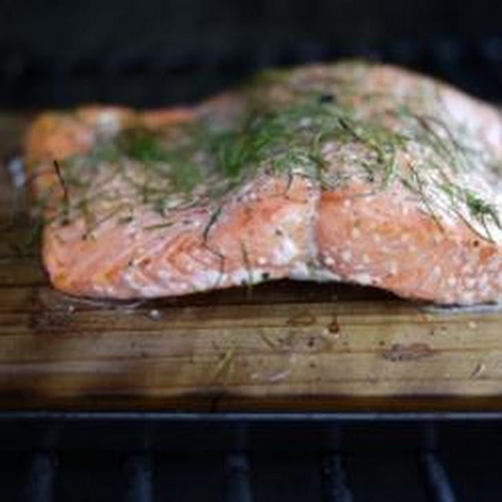 Cedar Plank-Grilled Salmon with Garlic, Lemon and Dill Recipe | Yummly