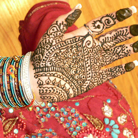 Indian Henna Hand Painting by FERNANDO NATALICI - People Body Art/Tattoos ( pakistani culture, indian tradional henna tattoo   henna painting  indian tradition, world tradition and culture, indian wedding, cultures of the world, Travel, People, Lifestyle, Culture )
