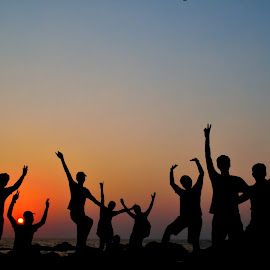 F.R.I.E.N.D.S by Deepan Mahendran - People Group/Corporate ( friends, sunset, goa, india,  )