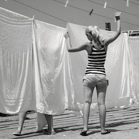 Stendi i panni!!! by PATRIZIA ZITELLI - People Street & Candids ( isola, ventotene, woman, street, people, city,  )