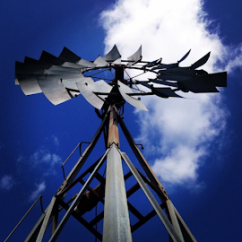 #ig_energy #ig_reporter #newperspective @lacostelive #photo_storia #photobelle_club #sunsentinel #sky #southflorida #windmill #wind #capture_today by Mitchell  Grosvenor - Instagram & Mobile iPhone