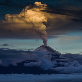 Eruption by Cristobal Garciaferro Rubio - News & Events Disasters ( popo, popocatepetl, eruption )