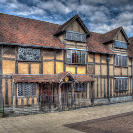 Shakespeare's Birthplace by Steve Dormer - Buildings & Architecture Public & Historical